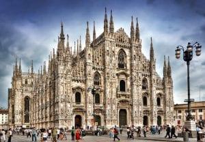 Милан, Италия. Автобусный тур в Италию