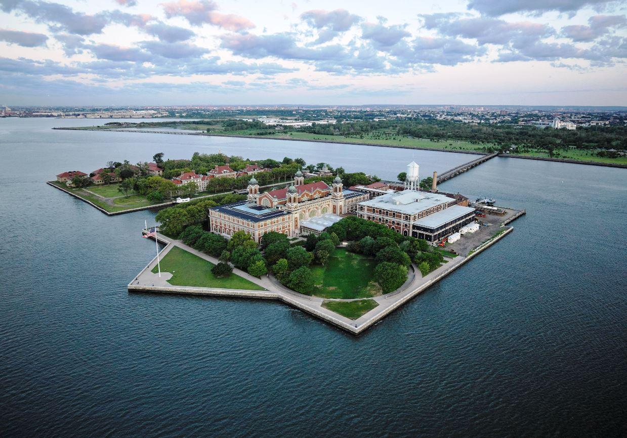 Эллис-Айленд (Ellis Island)